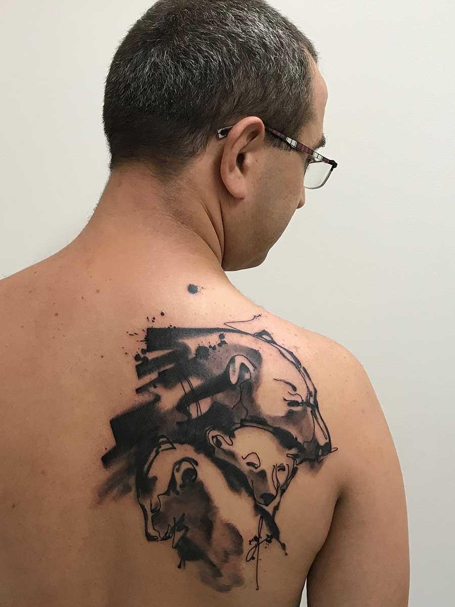 Tatuaggio acquerello famiglia orsi su schiena