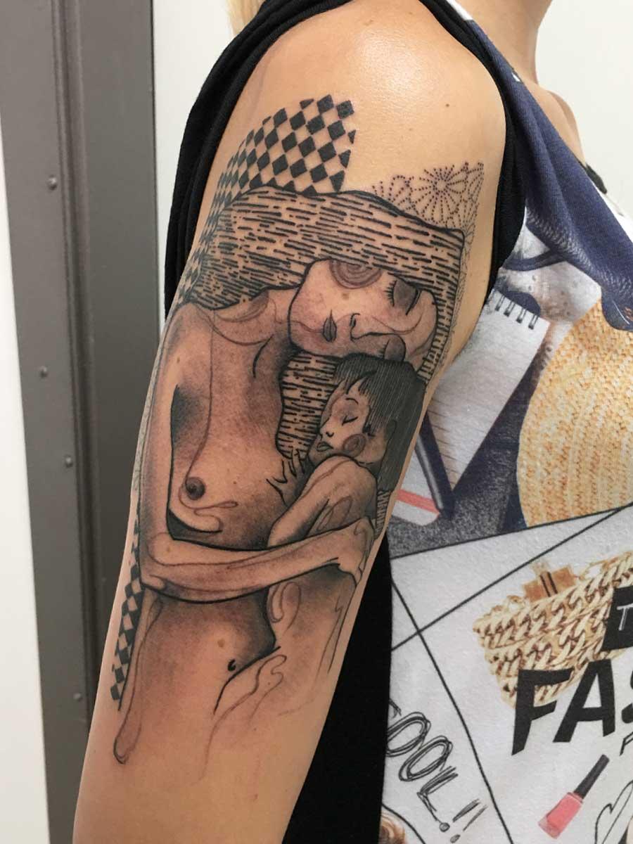 Tatuaggio abbraccio ispirato a Klimt