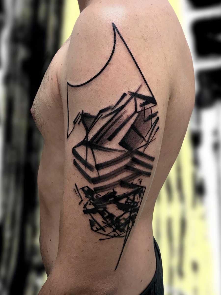 Tatuaggio astratto montagne