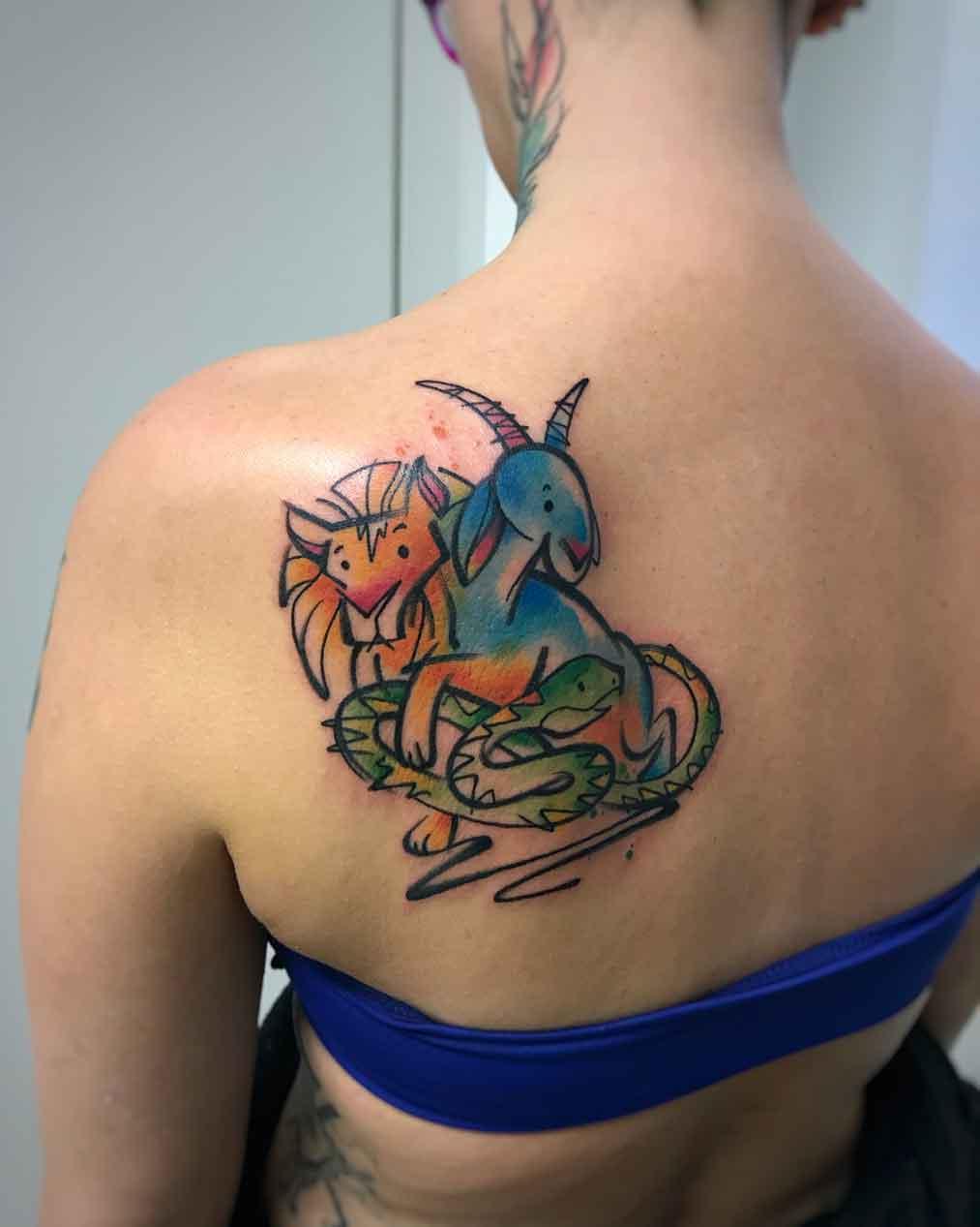 Tatuaggio acquerello chimera schiena colore